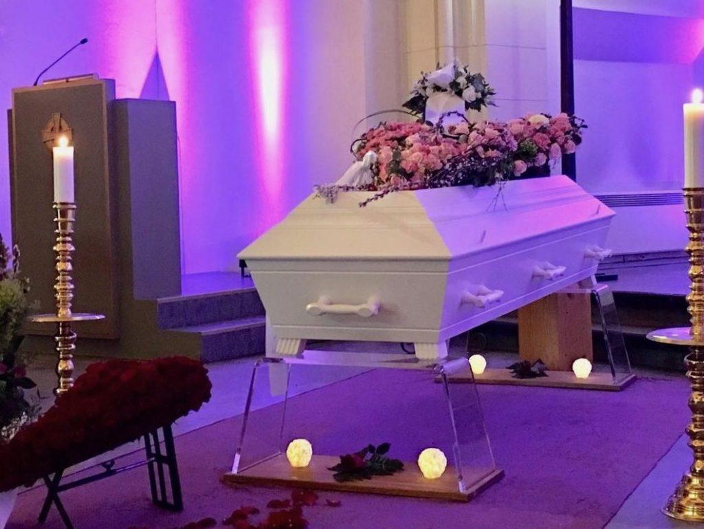 begravelse med seremoni